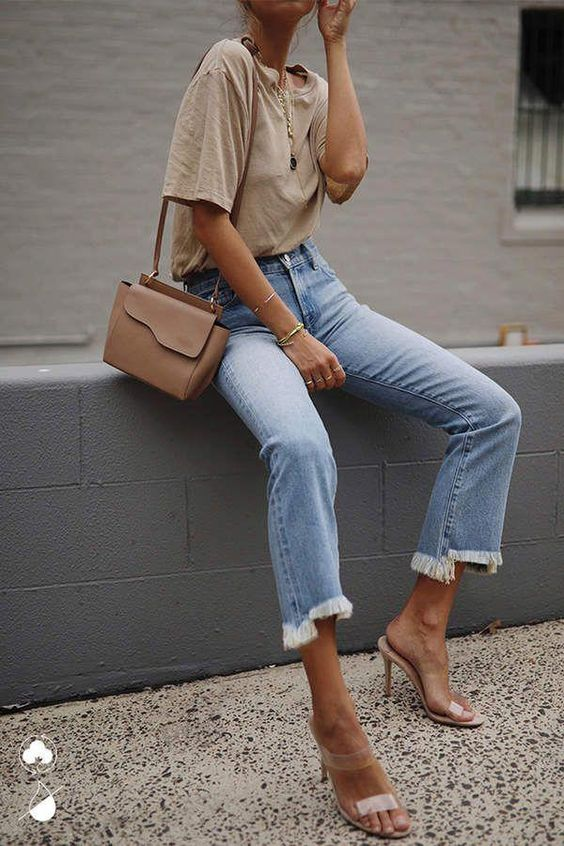 Light washed denim jeans outfit